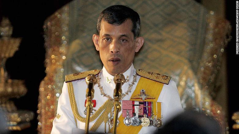 Người dân Thái Lan nô nức đổ về hoàng cung mừng lễ đăng quang của Quốc vương-2