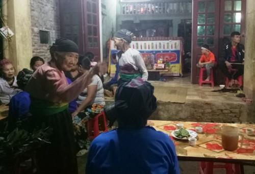 Vụ đâm 6 học trò ở Thanh Hóa: Xóm nghèo đẫm nước mắt tiễn cậu bé xấu số-6