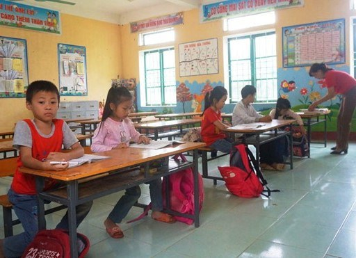 Vụ đâm 6 học trò ở Thanh Hóa: Xóm nghèo đẫm nước mắt tiễn cậu bé xấu số-7