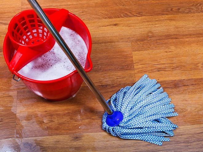Cảnh báo 5 sai lầm tai hại 99% nhà nào cũng mắc khi dùng nước lau sàn-1