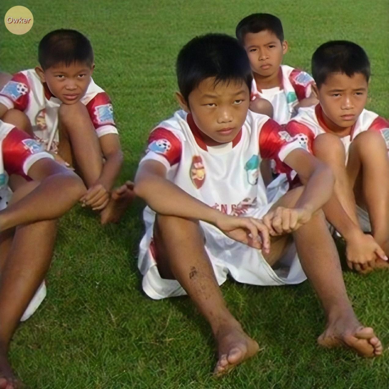Cười đổ ghế với loạt ảnh thơ ấu mới hé lộ của dàn cầu thủ Việt: Đức Huy chất từ bé, bất ngờ nhất là Lâm Tây-10