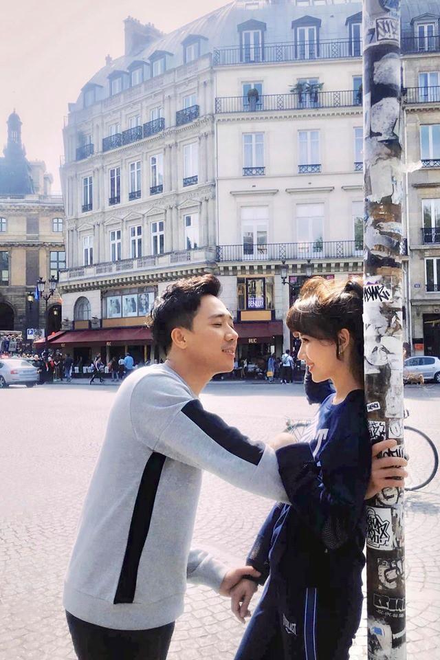 Trấn Thành - Hari Won kỷ niệm 1200 ngày yêu nhau bằng màn hôn đắm đuối dưới tháp Eiffels nhưng lại bất ngờ bị phá đám vì điều này-2