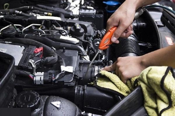 Có nên rửa khoang động cơ cho xe hơi hay không?-1