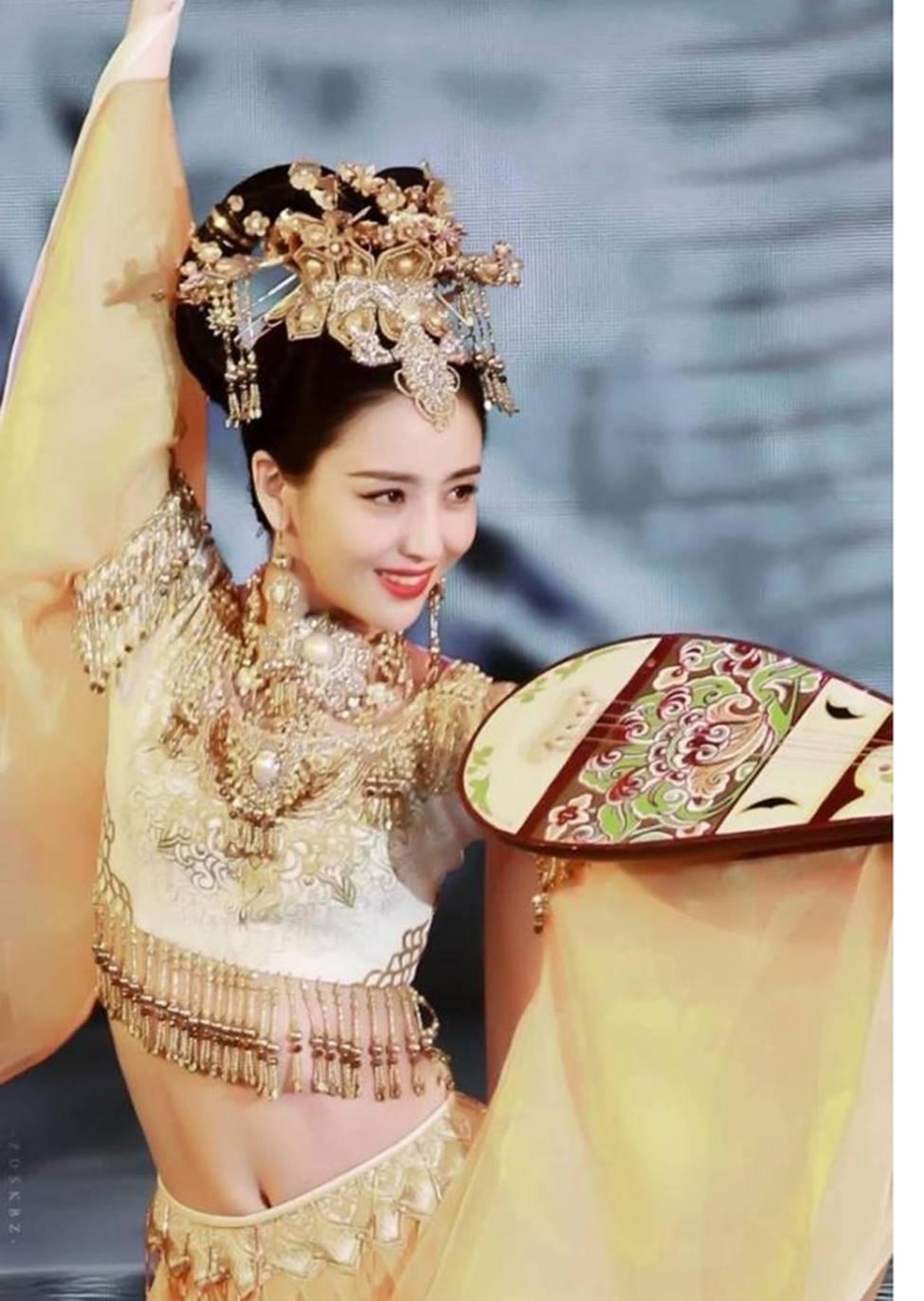 Các cô gái dân tộc thiểu số Trung Quốc đẹp tới mức khiến hoa nhường nguyệt thẹn-5
