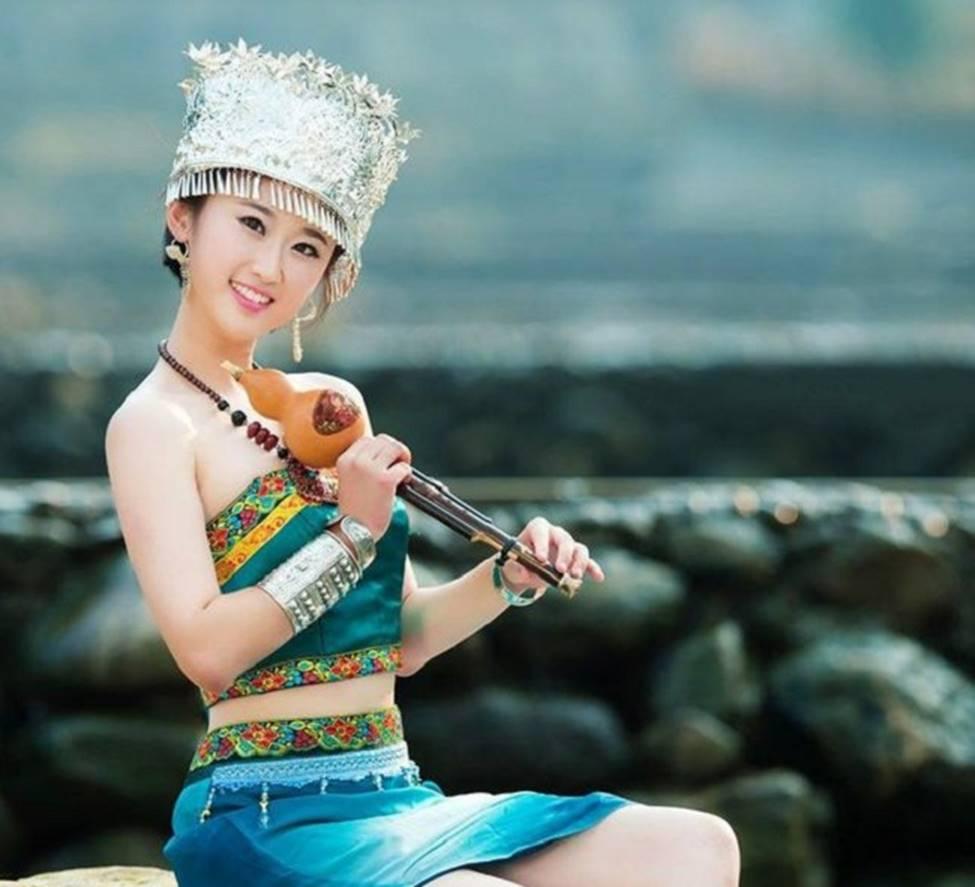 Các cô gái dân tộc thiểu số Trung Quốc đẹp tới mức khiến hoa nhường nguyệt thẹn-11