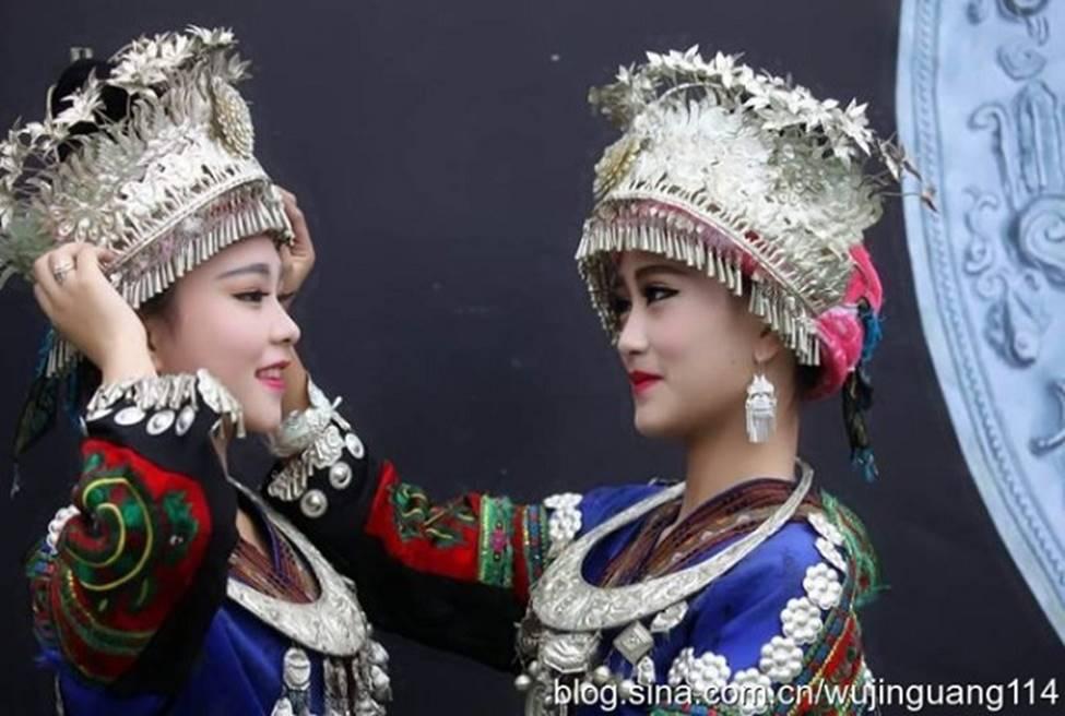 Các cô gái dân tộc thiểu số Trung Quốc đẹp tới mức khiến hoa nhường nguyệt thẹn-12