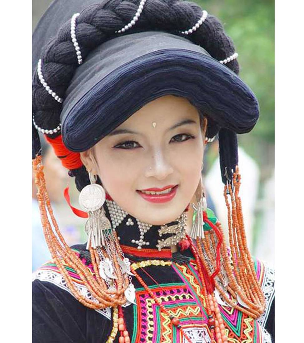Các cô gái dân tộc thiểu số Trung Quốc đẹp tới mức khiến hoa nhường nguyệt thẹn-16