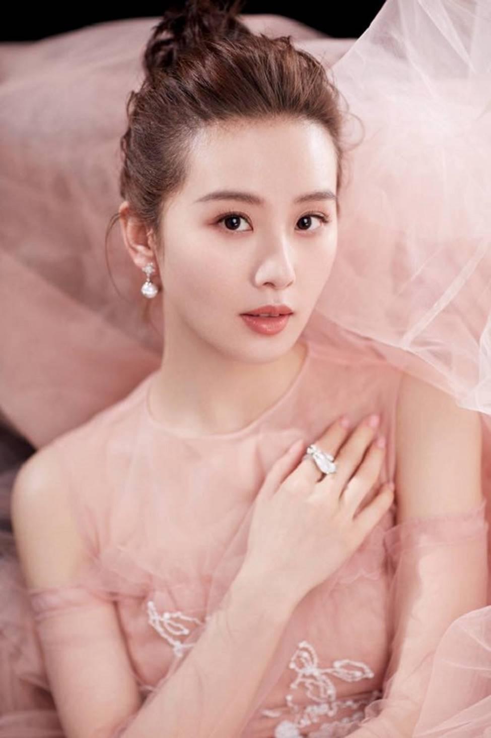 Các cô gái dân tộc thiểu số Trung Quốc đẹp tới mức khiến hoa nhường nguyệt thẹn-9