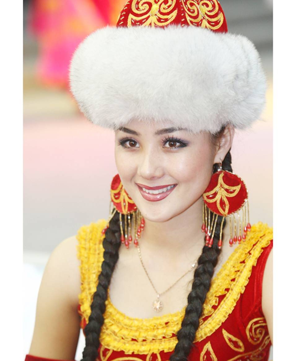 Các cô gái dân tộc thiểu số Trung Quốc đẹp tới mức khiến hoa nhường nguyệt thẹn-17