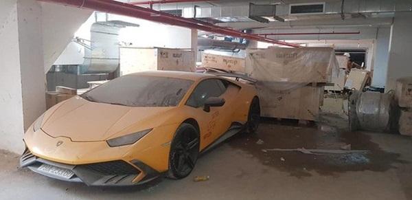 Xót xa siêu xe Lamborghini Huracan độ Mansory của đại gia Nha Trang nằm phủ bụi kín đặc-2