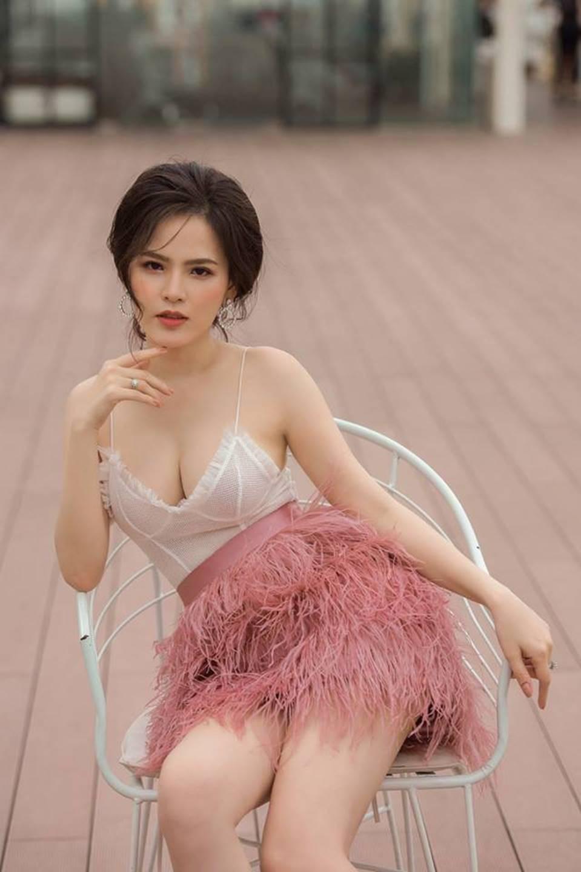 Cận cảnh vẻ nóng bỏng khó cưỡng của hot girl mì gõ Phi Huyền Trang-3