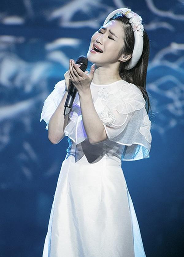 Hương Tràm tuyên bố nghỉ hát gây chấn động: Vạn người tung hô nhưng cô đơn đến mức trầm cảm, tự bóc tay rỉ máu-3