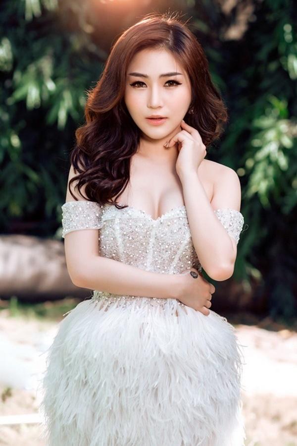 Hương Tràm tuyên bố nghỉ hát gây chấn động: Vạn người tung hô nhưng cô đơn đến mức trầm cảm, tự bóc tay rỉ máu-4