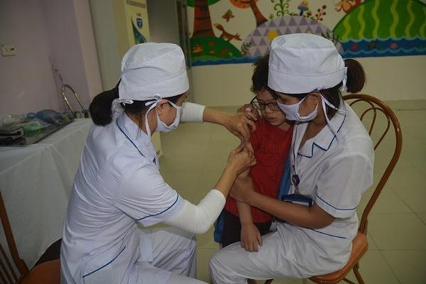 Hà Nội yêu cầu 10 quận, huyện tăng cường công tác phòng, chống bệnh sởi-1