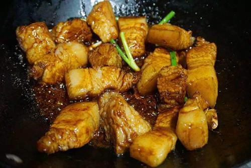 Kho thịt xong, tắt bếp nhưng đừng cho thịt ra ngay, làm thêm bước này đảm bảo ngon không ngấy-3