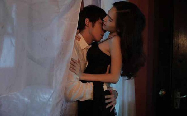 Cảnh nóng khiến hot girl mì gõ Phi Huyền Trang bị người yêu nổi giận, bắt chia tay-4