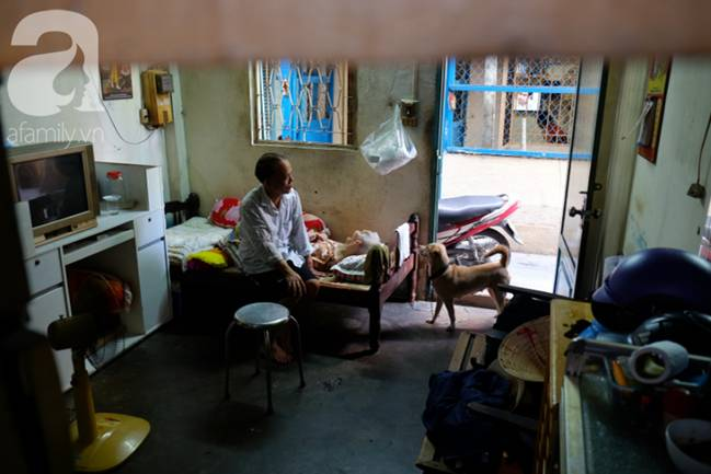 Con trai 51 tuổi chấp nhận không lấy vợ, ở vậy lo cơm nước, tắm giặt cho mẹ già liệt giường suốt 8 năm trời-7
