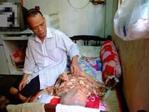 Con trai 51 tuổi chấp nhận không lấy vợ, ở vậy lo cơm nước, tắm giặt cho mẹ già liệt giường suốt 8 năm trời