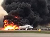 Khói lửa bốc ngùn ngụt trong vụ tai nạn máy bay Sukhoi ở Nga