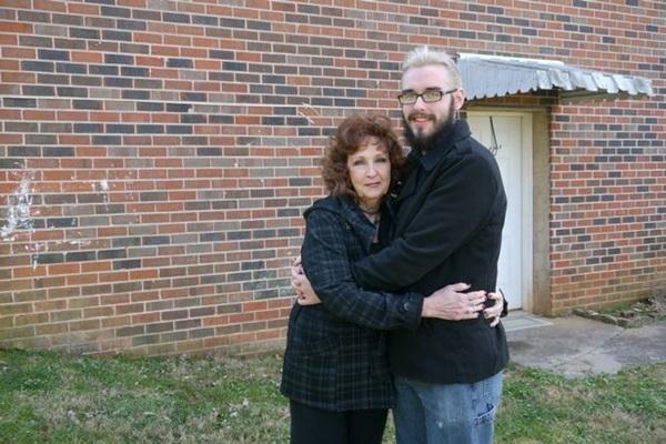 Chàng trai 19 yêu say đắm cụ bà 72 tuổi và đêm tân hôn đáng nhớ-5