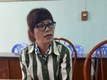 Người chồng bị vợ dùng xăng đốt giữa bãi đất trống ở TP.HCM đã tử vong, mẹ già khóc ngất bên thi thể con-5