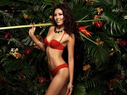 Á hậu Nguyễn Thị Loan chào hè với loạt ảnh bikini nóng bỏng