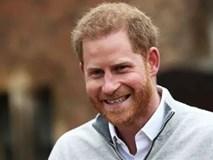 Hoàng tử Harry không giấu nổi niềm hạnh phúc, lần đầu xuất hiện sau khi Meghan sinh con, nói về tên em bé Sussex và thề sẽ làm mọi thứ vì con