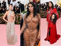 Thảm đỏ Met Gala 2019: Lady Gaga liên tục lột đồ khoe nội y, Cardi B mặc cực kín nhưng gây liên tưởng nhạy cảm