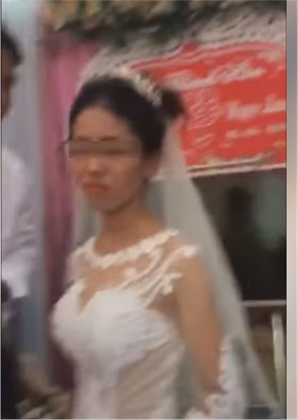 Thái độ 'bánh bao hấp nướccủa cô dâu trong lễ cưới gây tranh cãi: Trả hàng về nơi sản xuất gấp!-5