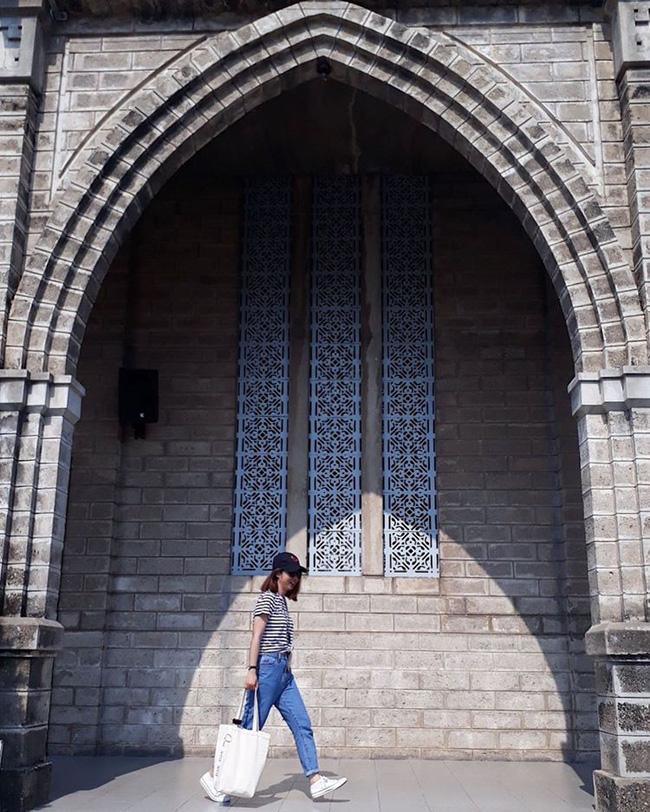 Instagram giới trẻ tràn ngập những bức ảnh chụp với nhà thờ Núi, ở ngay Nha Trang mà đẹp tuyệt chẳng kém trời Tây-7
