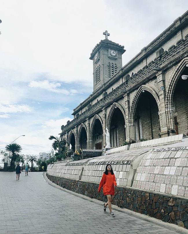 Instagram giới trẻ tràn ngập những bức ảnh chụp với nhà thờ Núi, ở ngay Nha Trang mà đẹp tuyệt chẳng kém trời Tây-12