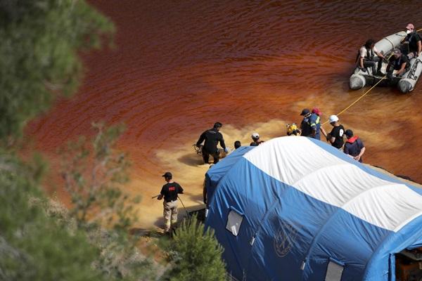 Vụ giết người hàng loạt đầu tiên trên đảo Síp: Phát hiện thi thể thứ 5 trong vali dưới hồ nước bỏ hoang-1