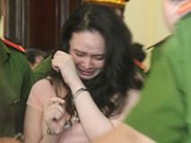 Hotgirl Ngọc 'miu' òa khóc khi thấy người thân, đòi gặp con nhưng không được phép
