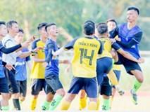 Cầu thủ Việt suy sụp, bật khóc khi nghe tin CLB bỏ giải sau sự cố ẩu đả kinh hoàng