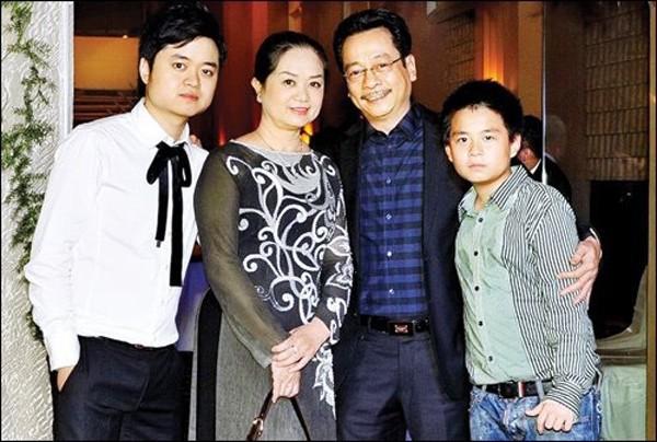 Gia đình hạnh phúc vợ hiền con ngoan của NSND Hoàng Dũng - ông bố giàu có quyền lực trong Về nhà đi con-3