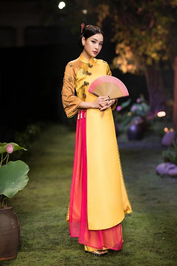 Hết gợi cảm, Phương Trinh Jolie thả dáng cùng áo dài hoa dịu dàng-2