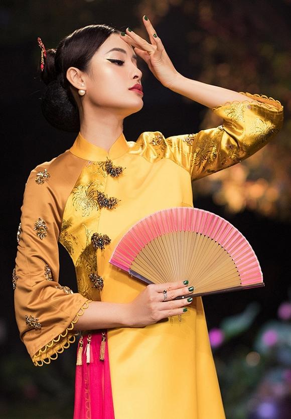 Hết gợi cảm, Phương Trinh Jolie thả dáng cùng áo dài hoa dịu dàng-11