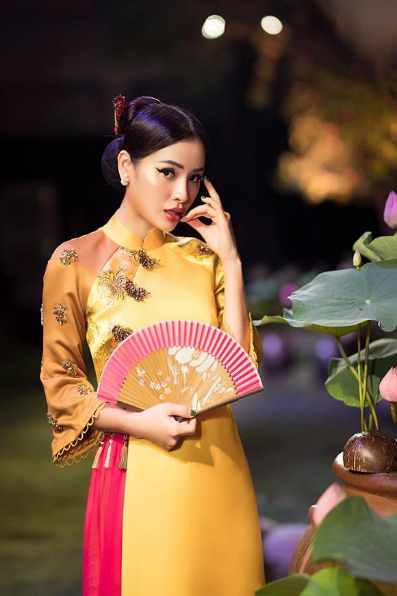 Hết gợi cảm, Phương Trinh Jolie thả dáng cùng áo dài hoa dịu dàng-3
