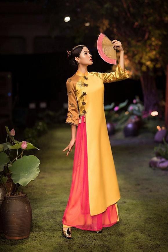 Hết gợi cảm, Phương Trinh Jolie thả dáng cùng áo dài hoa dịu dàng-5