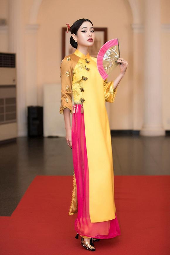 Hết gợi cảm, Phương Trinh Jolie thả dáng cùng áo dài hoa dịu dàng-6