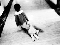 Loạt hình ám ảnh về những đứa trẻ từng bị lạm dụng tình dục