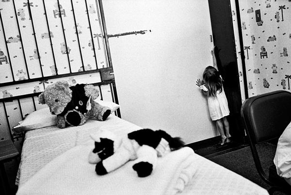 Loạt hình ám ảnh về những đứa trẻ từng bị lạm dụng tình dục-2