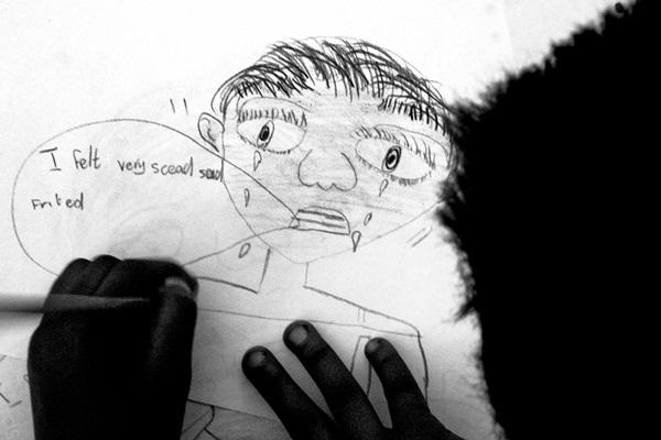 Loạt hình ám ảnh về những đứa trẻ từng bị lạm dụng tình dục-4