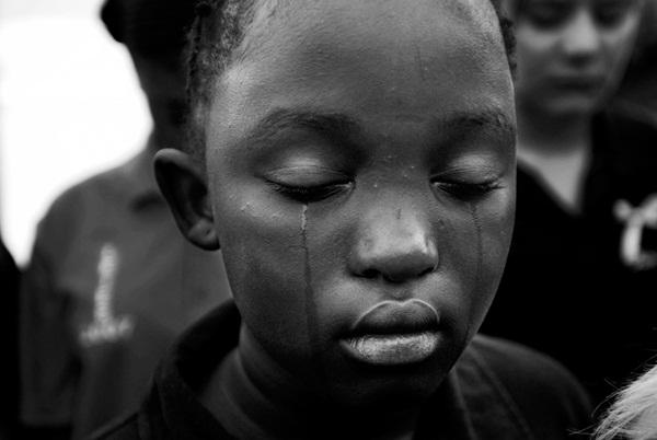 Loạt hình ám ảnh về những đứa trẻ từng bị lạm dụng tình dục-10