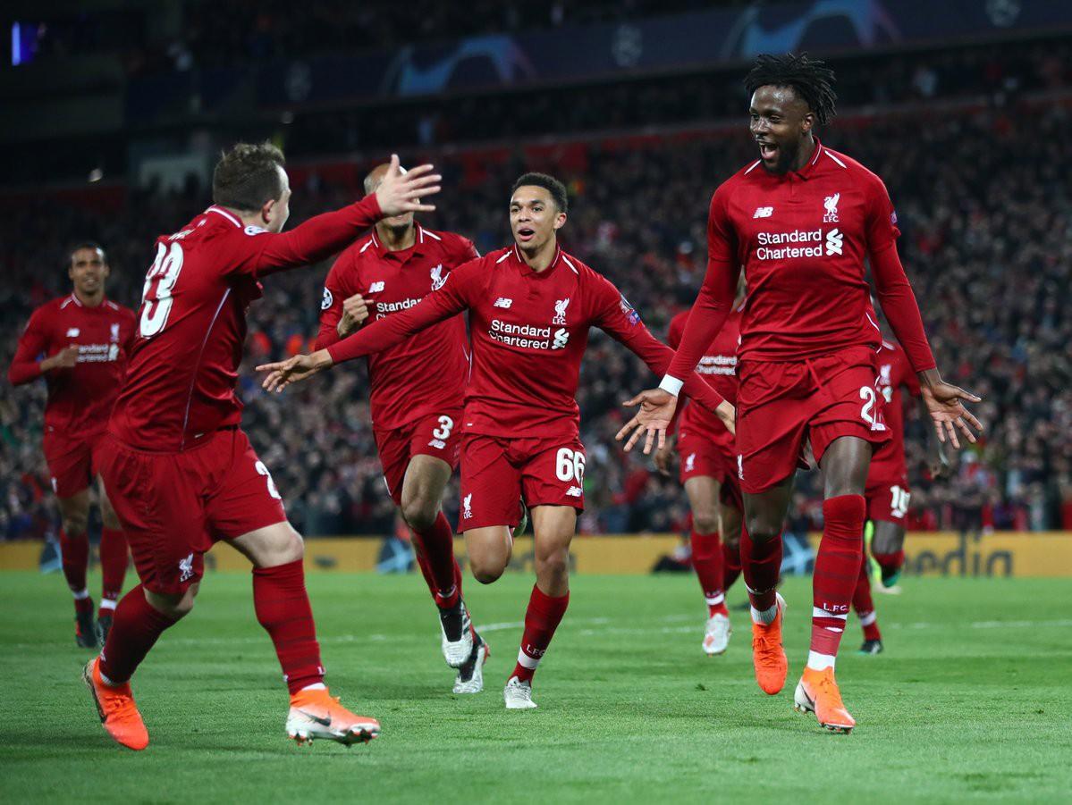 Nhói lòng khoảnh khắc Messi cúi đầu trước niềm vui sướng của hàng vạn fan Liverpool-9