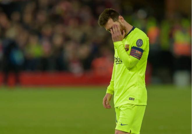 Nhói lòng khoảnh khắc Messi cúi đầu trước niềm vui sướng của hàng vạn fan Liverpool-6