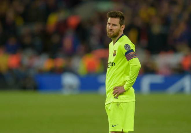 Nhói lòng khoảnh khắc Messi cúi đầu trước niềm vui sướng của hàng vạn fan Liverpool-5