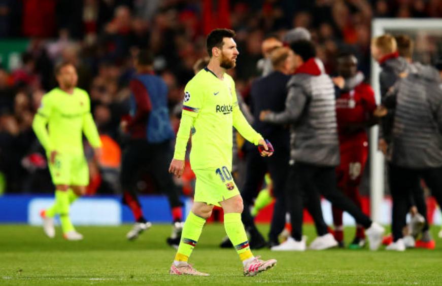 Nhói lòng khoảnh khắc Messi cúi đầu trước niềm vui sướng của hàng vạn fan Liverpool-7