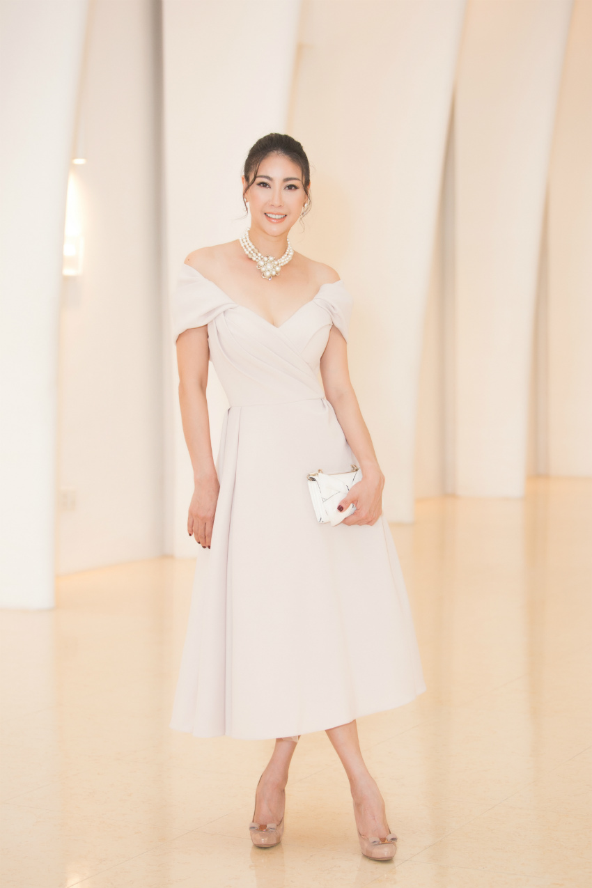 Tiểu Vy ngồi ghế giám khảo chấm Hoa hậu doanh nhân khi mới 19 tuổi-7