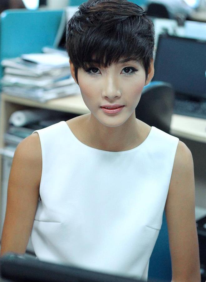 Là người kế nhiệm tại Miss Universe, Hoàng Thùy kế thừa luôn kiểu tóc tém thương hiệu của HHen Niê?-9
